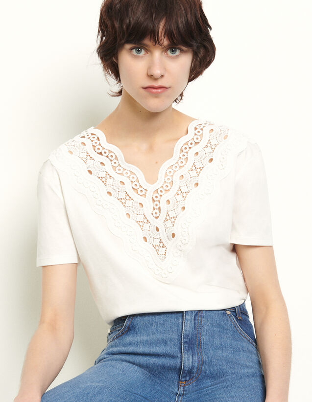 T-Shirt With Guipure Panel : T-shirts color white