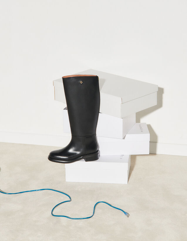 Smooth Leather Boots : Boots color Black