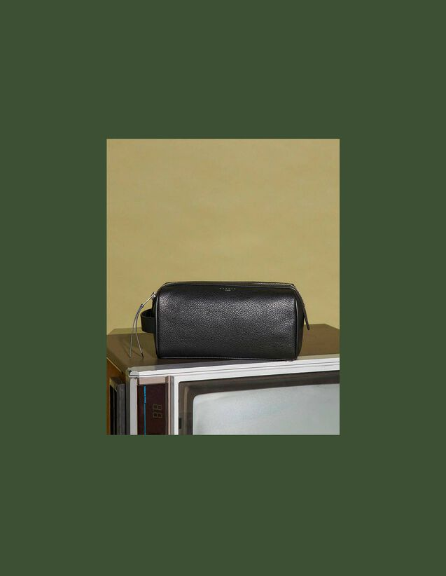 Toiletry Bag : Leather Goods color Black